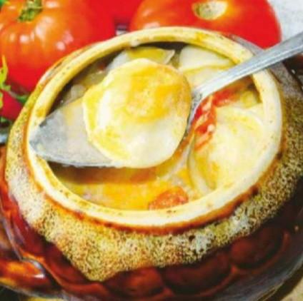 Рецепт. Пельмени в горшочках с овощами