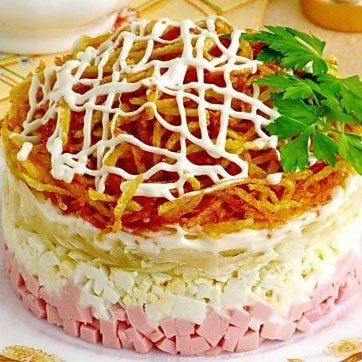 Рецепт. Слоеный салат с картофелем фри