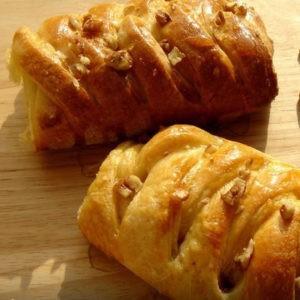 Рецепт легких и вкусных булочек (косичек)
