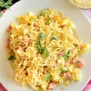 Рецепт салата из лапши и колбасы