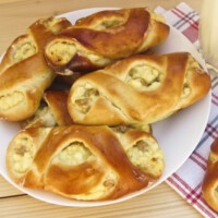 Рецепт булочек с творогом и изюмом