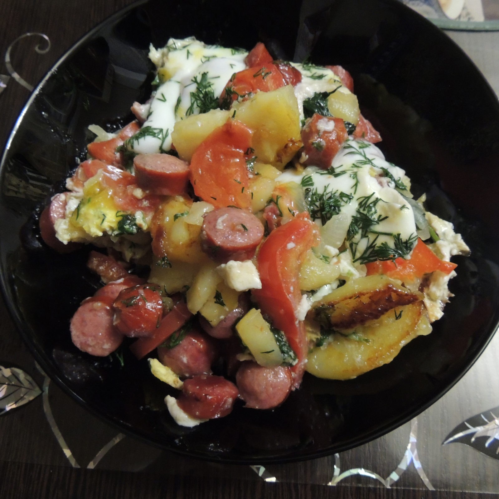 Пошаговый рецепт картофеля со шпинатом и охотничьими сосисками