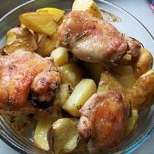 Маринованные куриные бедрышки с картофелем, запеченные в духовке