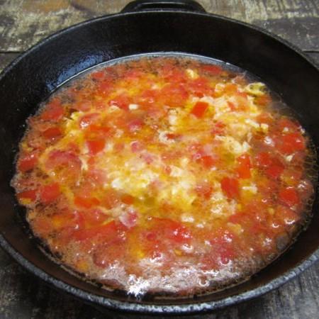 Суп из яйца с помидором за 10 минут-3