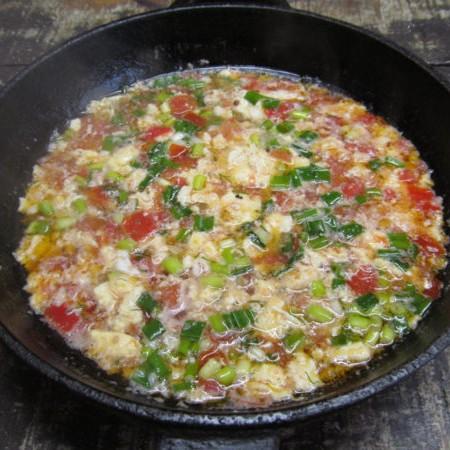 Суп из яйца с помидором за 10 минут-4