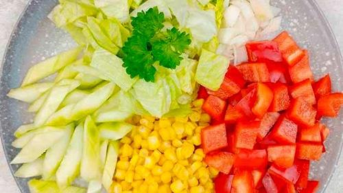 Праздничный салат с макаронами и колбасой - Шаг 3