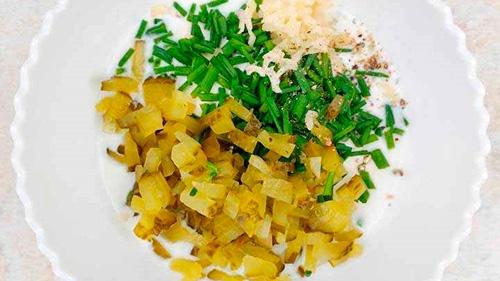 Праздничный салат с макаронами и колбасой - Шаг 4