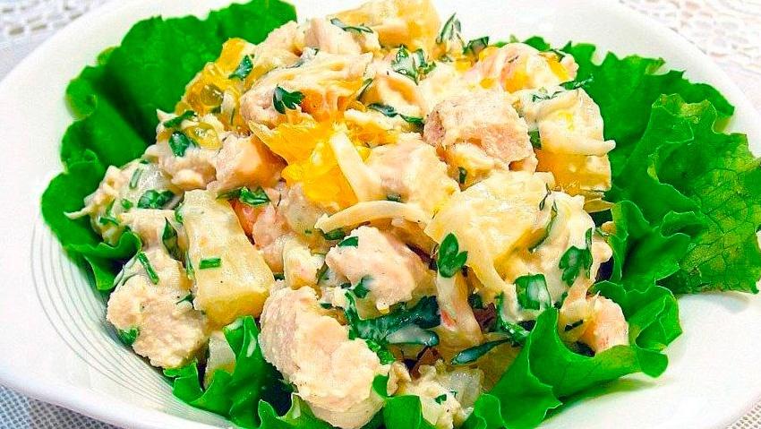 Салат из курицы с ананасами - Фото