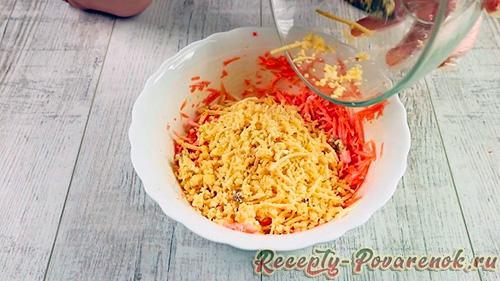 Салат с морковью, сыром и чесноком - Шаг 4